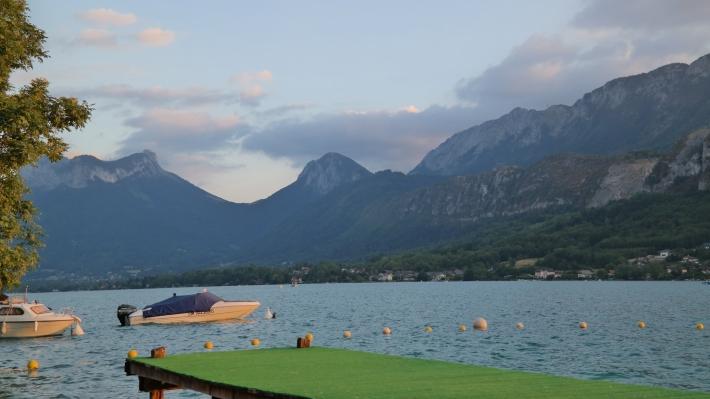 Annecy göl kenarı, Fransa